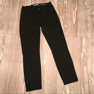 7FAM 29 Black Kimmie Crop b(air) Capri Jeans